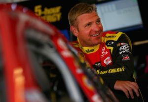 Clint Bowyer has a nice shot at winning the NASCAR Martinsville Speedway Race on April 2, 2017.